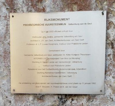 Herdenkingsbord bij prehistorische vuursteenmijn Valkenburg